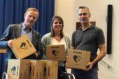 Coöperatief Medisch Specialisten Albert Schweitzer ziekenhuis schaft AEDs aan voor het creëren van hartveilige buurten